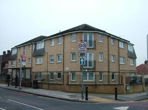 2 bedroom apartment for rent in Ilford, IG1 1YN
